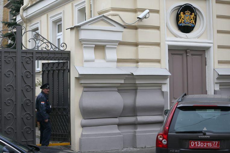 De Nederlandse ambassade in Moskou. Plaatsvervangend ambassadeur Dominique Kuhling werd door het Russische ministerie van Buitenlandse Zaken op het matje geroepen. Beeld EPA