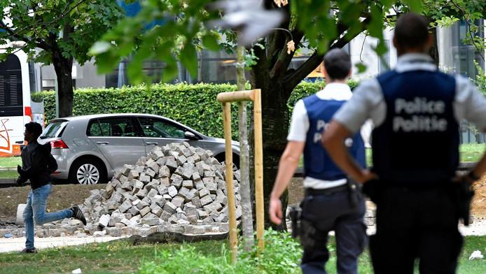 Une vingtaine de migrants réfugiés au parc Maximilien à Bruxelles ont été emmenés par la police.