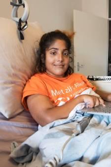 Zoetermeerse Dailisha krijgt splinternieuwe rolstoel van gemeente