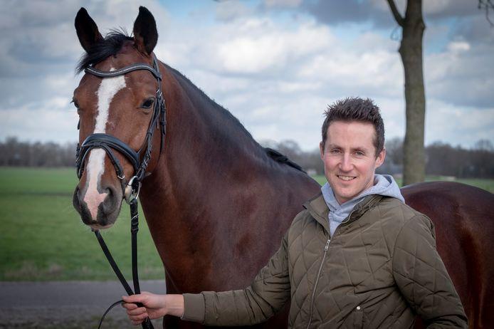Stijn Bruisten: 'Het zijn vaak niet de beste ruiters, die een paard willen hebben dat al veel kan. Mijn kwaliteit is dat ik goede paarden opleid voor hen.'
