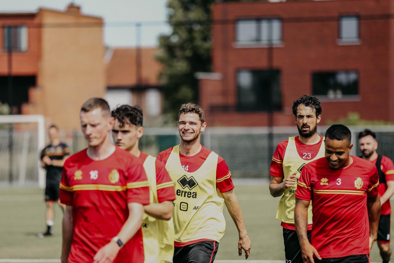 KV Mechelen nieuwkomer Hugo Cuypers (centraal) tijdens zijn eerste training