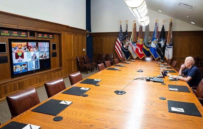Joe Biden houdt een virtuele meeting over de toestand in Afghanistan vanuit Camp David.
