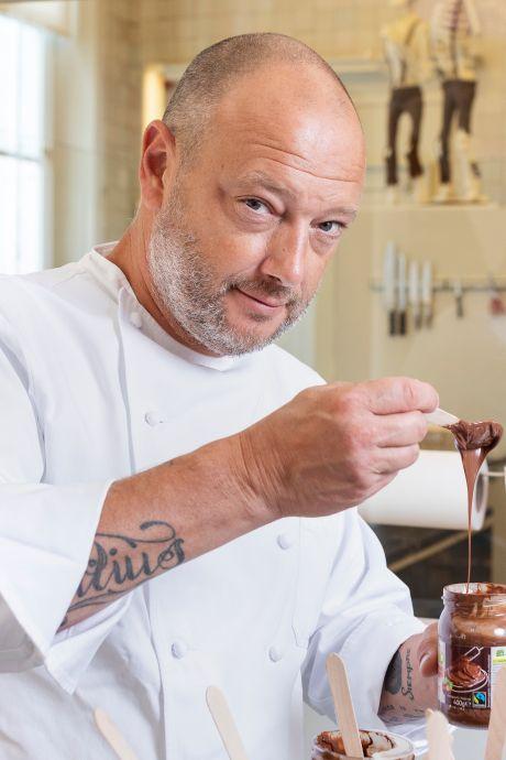 """Chocolatier proeft hazelnootpasta's en geeft ze een score op 10: """"Het lijkt wel alsof je een 'zalfje' eet"""""""