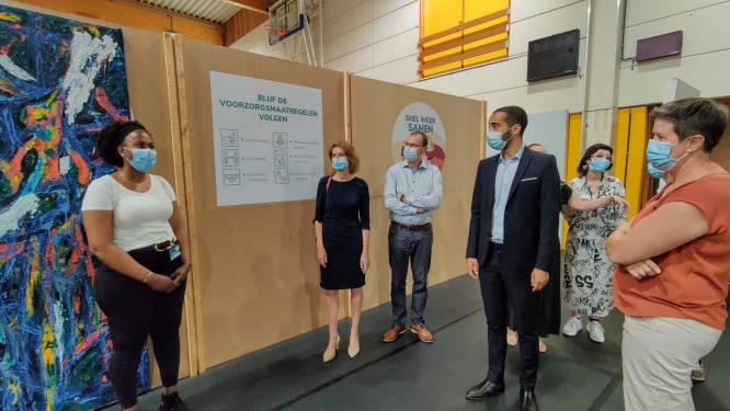 Vaccinatiecentrum krijgt hulp uit onverwachte hoek: asielzoekers uit Poelkapelle helpen mee als vrijwilliger