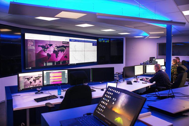 Nederland heeft sinds een aantal jaar een cyberleger; het Defensie Cyber Commando (DCC) genaamd. Dit beeld is een van de zeldzame foto's van het commandocentrum.  Beeld Jeroen de Bakker