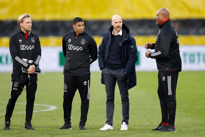 Erik ten Hag met zijn assistenten Christian Poulsen, Michael Reiziger en Winston Bogarde.