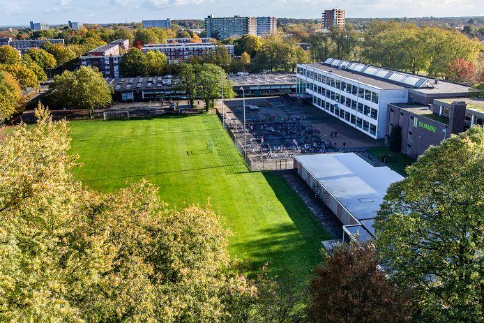 Schoollocatie De Marke Noord. Op deze plek komt de nieuwe Deventer vmbo-school voor 1100 leerlingen en woningbouw.