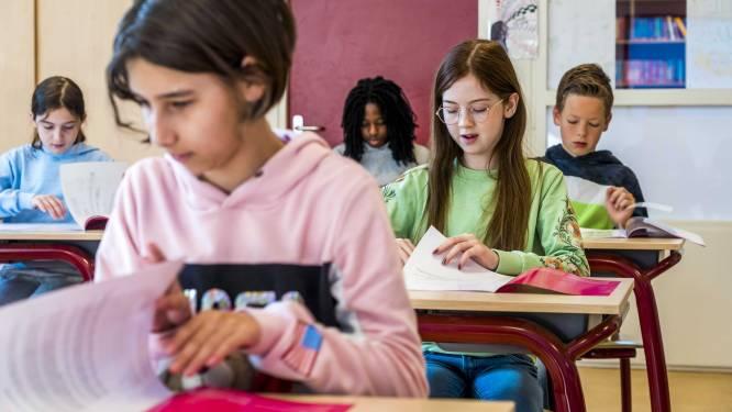 Weyts neemt invulboeken Vlaams onderwijs in het vizier