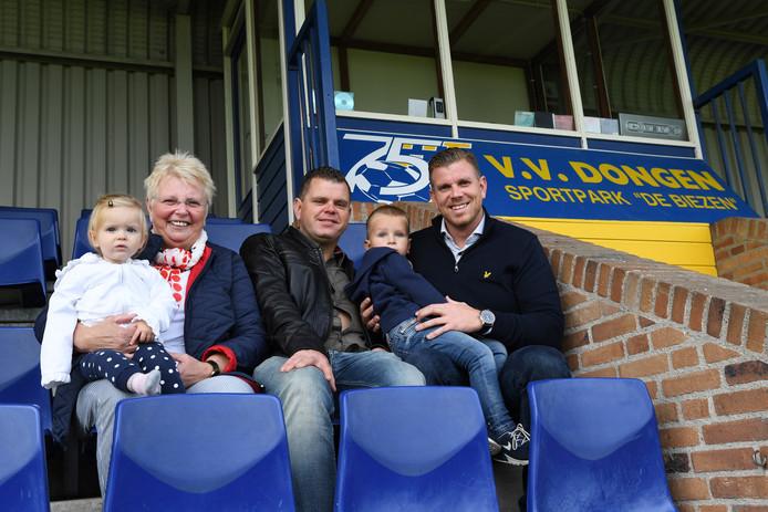 Anita Oomens, samen met zoons Jeffrey en Robin en de kleinkinderen op de tribune bij VV Dongen, de club waar Jozef zo thuis was.