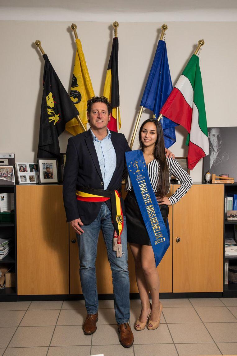 Burgemeester Jo Roggen met zijn nichtje Alice (19).