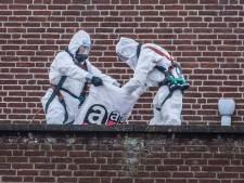 Slopers halen eerst asbest weg en dan gaat de beuk erin bij de oude mavo in Gennep