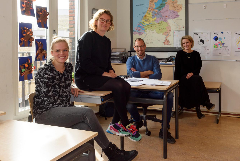 Leerkrachten van 't Palet in Eindhoven. Van links naar rechts: Mirre van Rijsingen, Marjolijn Koene, Paul Rentmeester, Anneke van Heugten.