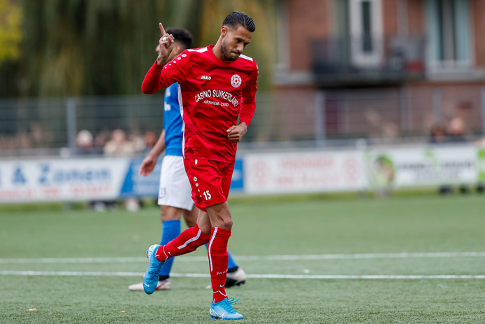 Benjamin Ahuluheluw van MASV viert zijn goal.