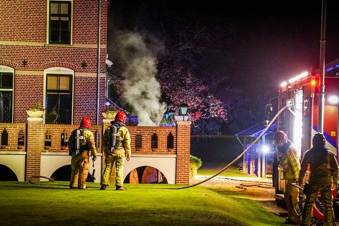 De brandweer uit Aarle-Rixtel werd bijgestaan door collega's uit Beek en Donk.