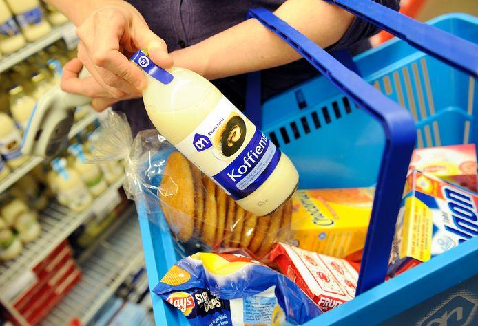 Meer dan 50 nieuwe winkelmandjes zijn kwijt in bij supermarkt in Nijverdal.