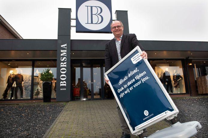 Bert Boorsma bij zijn modezaak.