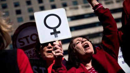 """AI: """"Wereldwijd steeds meer vrouwen op de barricaden tegen seksistisch beleid"""""""