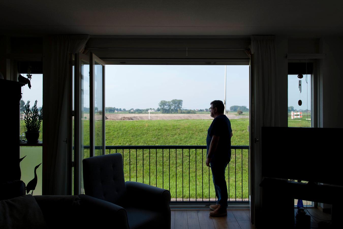 Vanuit de dijkwoningen aan de Benedendijk is nauwelijks zicht op de IJssel.