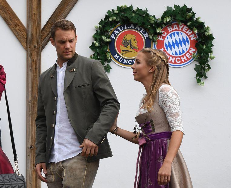 Neuer met zijn vrouw Nina Weiss op de Oktoberfesten in 2018.