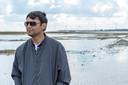 Shah Chowdhury testte oesterriffen op Kutubdia, een door de zee bedreigd eiland in Bangladesh.