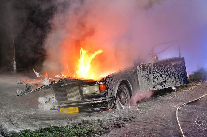 Rolls Royce vliegt in Valkenswaard in brand.
