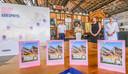 Claude Croes (voorzitter Toerisme Leiestreek) de West-Vlaamse en Oost-Vlaamse gedeputeerden voor Toerisme Sabien Lahaye-Battheu (Open Vld) en Leentje Grillaert (CD&V) en regiomanager Leiestreek Katrien Six stelden 101 Leiespots voor.