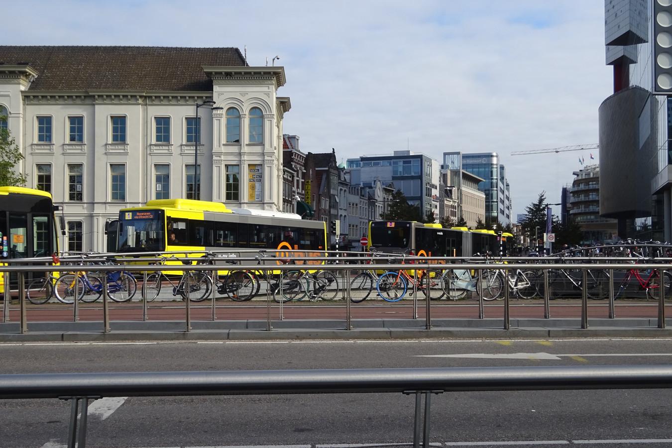 Bussen op de Vredenburgknoop.