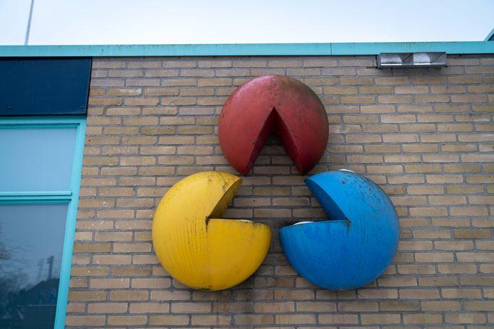De Verbinding van kunstenaar Henk Maassen bij sporthal De Spil in Lent.