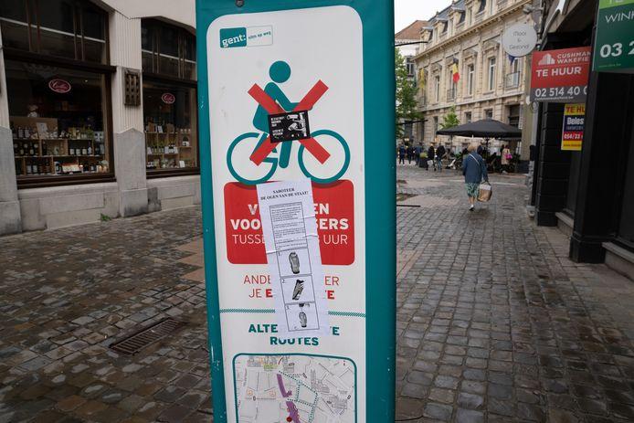 Affiches in Gent roepen op camera's te saboteren.