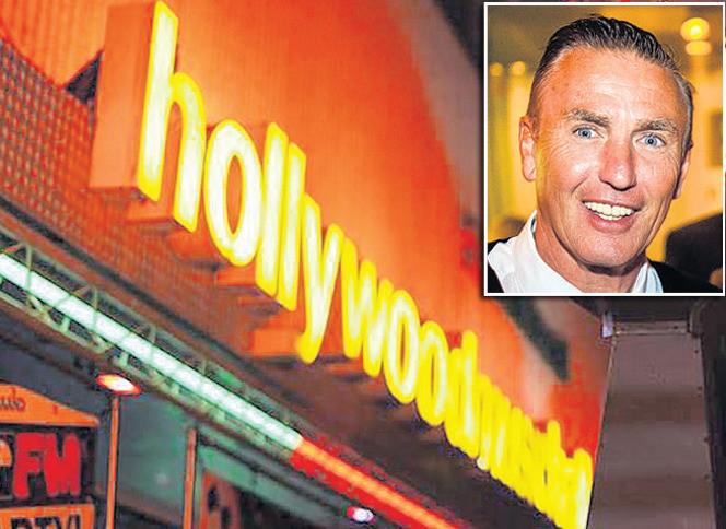 Entree van de Hollywood Music Hall. Inzet: Fred Diaz.