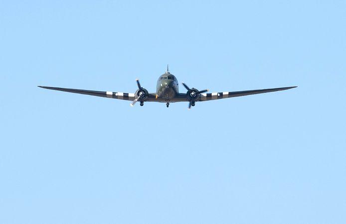 Als eerbetoon aan Captain Tom Moore vloog er een vliegtuig uit de Tweede Wereldoorlog langs.
