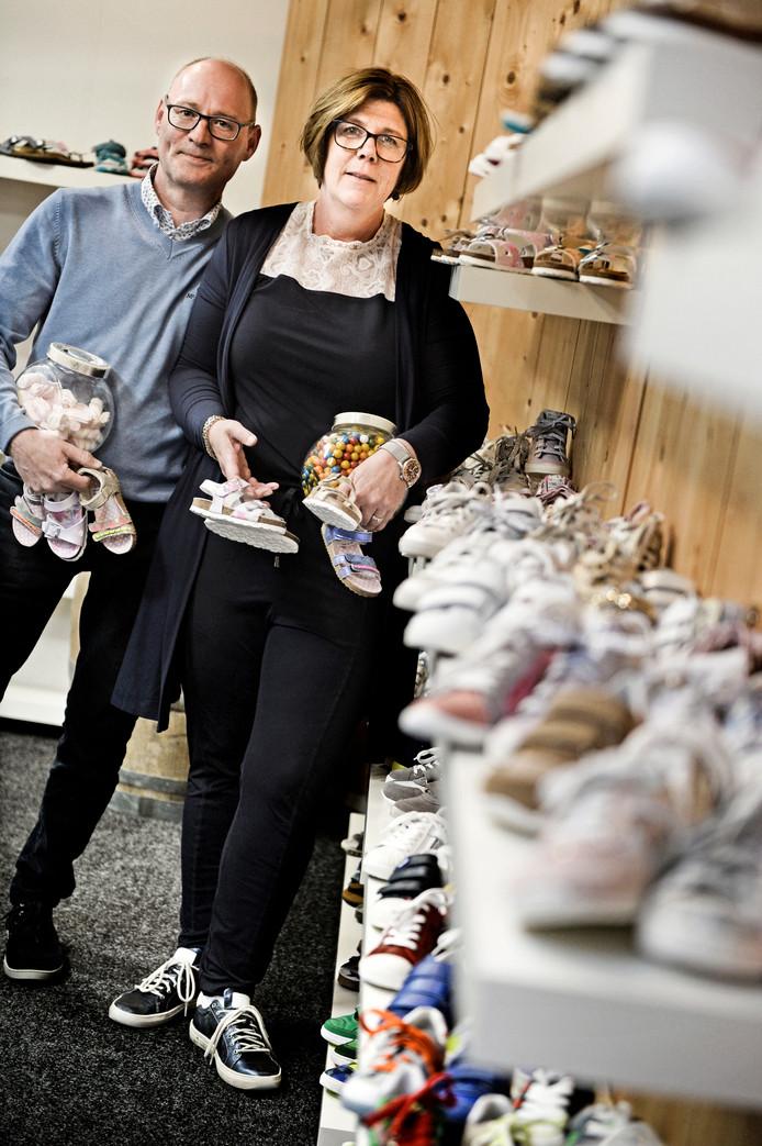 Edwin en Annelies Eijkelenkamp alias Flip kinderschoenen in hun gelijknamige winkel.