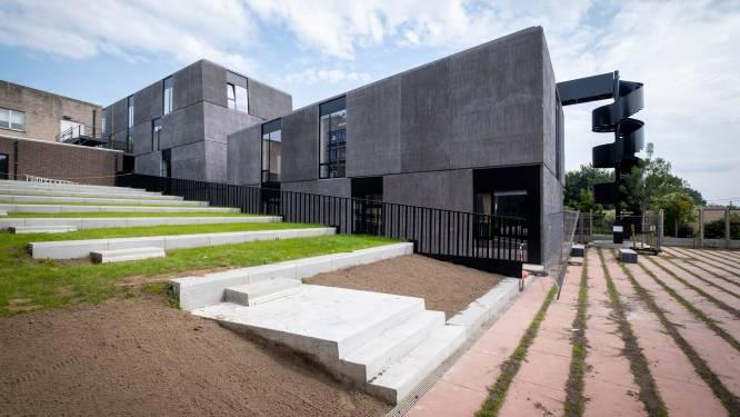 """Openingsdatum van vernieuwde academies van Heist nog steeds onduidelijk: """"Brandveiligheid staat nog niet op punt"""""""