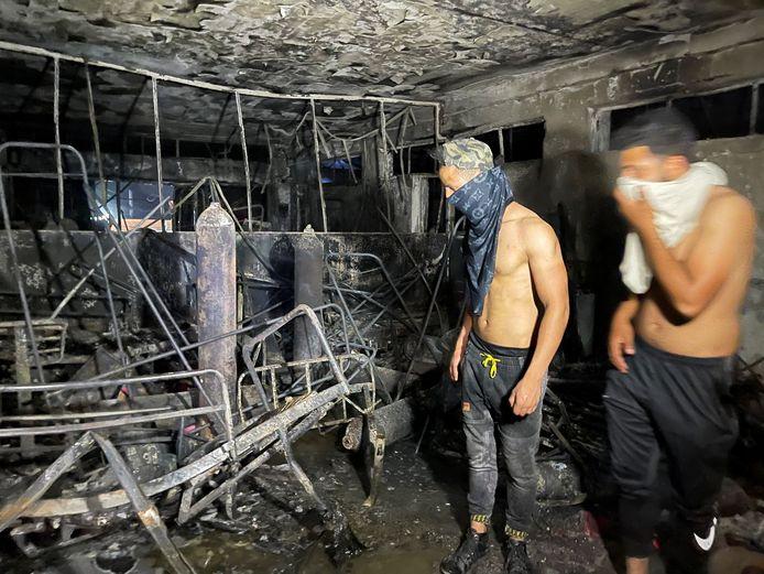 De brand werd veroorzaakt door de ontploffing van zuurstofflessen.