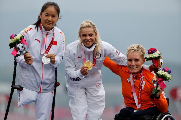 Links de Chinese Bianbian Sun met zilver, in het midden de Amerikaanse Oksana Masters met goud and de Nederlandse Jennette Jansen met brons. Beeld REUTERS/Issei Kato