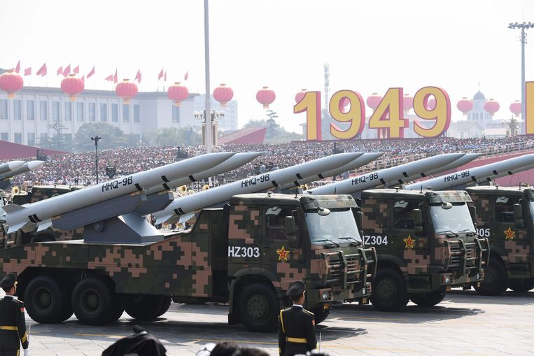 Een militaire parade op het Tiananmenplein in Peking, 2019. Beeld AFP