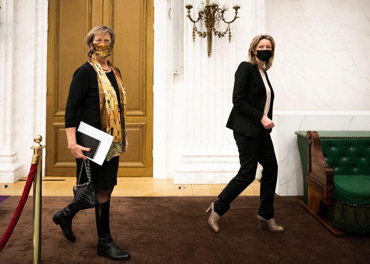 Annemarie Jorritsma (VDD) en Kajsa Ollongren (D66) in de Oude Zaal van de Tweede Kamer vlak na hun aanstelling als Verkenners. Beeld Freek van den Bergh
