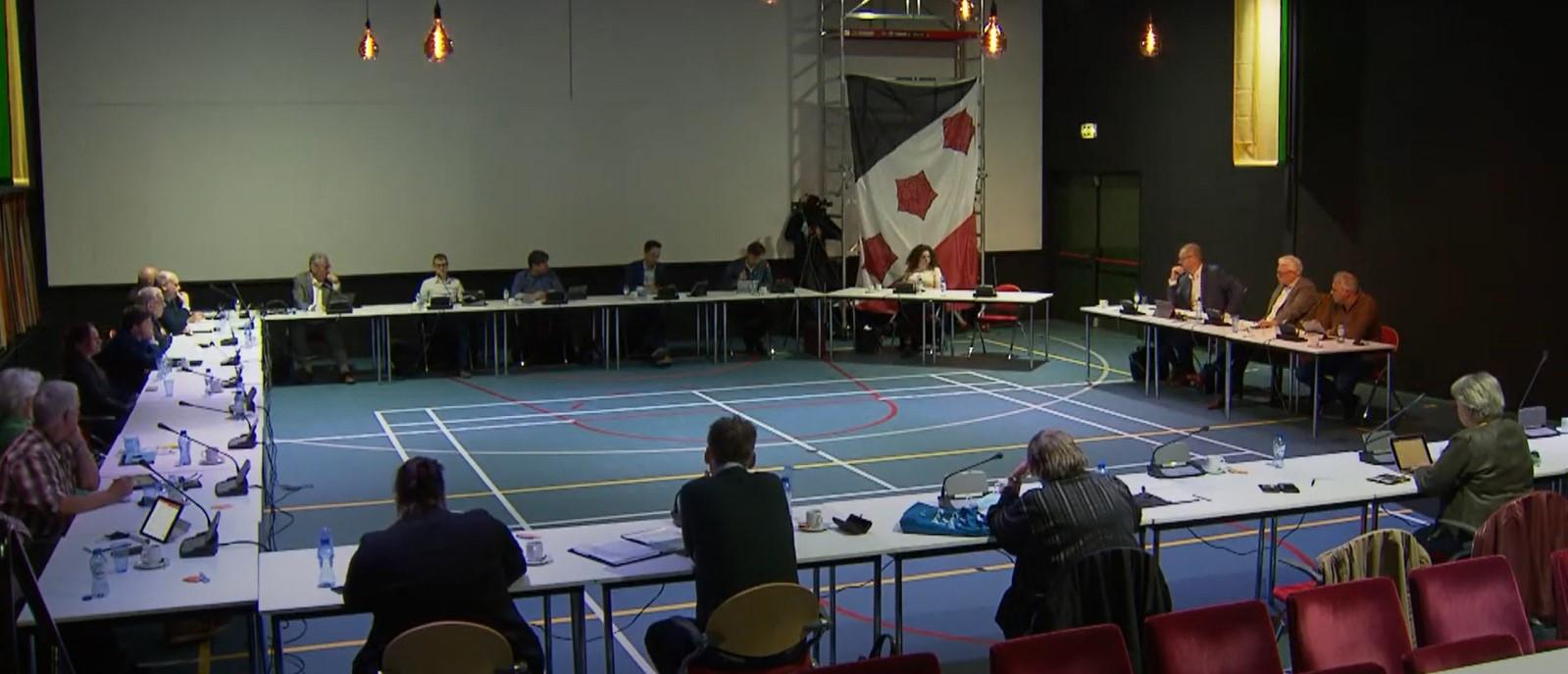 De Roosendaalse gemeenteraad telt op dit moment elf fracties. En die versnippering komt belang van de Roosendalers niet ten goede, vinden PvdA, GroenLinks, D66 en Lokaal Sociaal 21. Vandaar dat die vier partijen wat inniger gaan samenwerken.