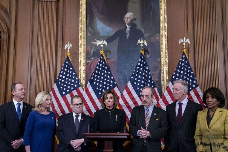 Nancy Pelosi, voorzitter van de Democratische fractie in het Huis van Afgevaardigden, tijdens een persconferentie na de stemming. Beeld AFP