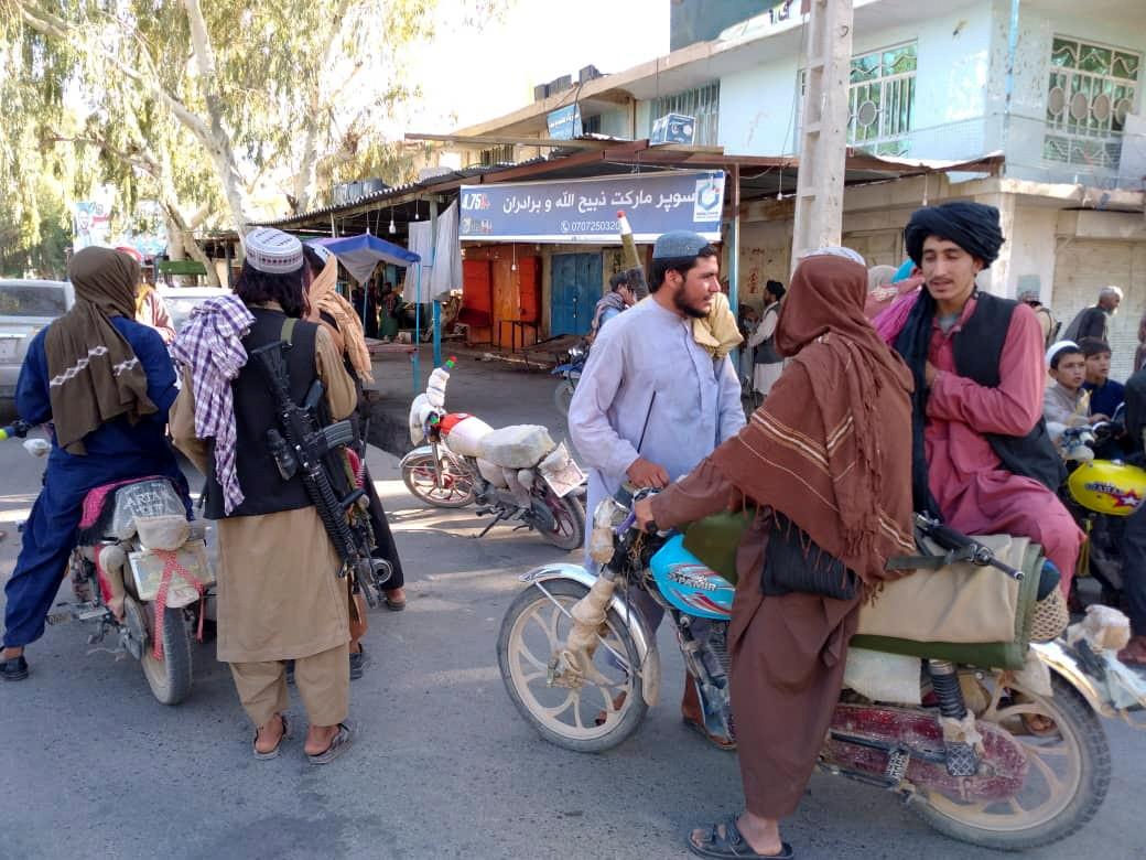 Taliban voeren patrouilles uit in Farah, Afghanistan.
