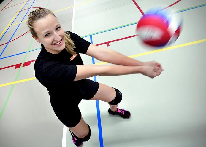 Linda van Wijk is blij dat ze weer kan volleyballen bij haar team Dames 2 van Kraftwell in Roosendaal. Foto Peter van Trijen / Pix4Profs