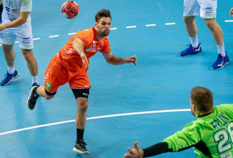 Jorn Smits scoort in de EK-kwalificatiewedstrijd in Almere tegen Slovenië. Beeld HH, ANP
