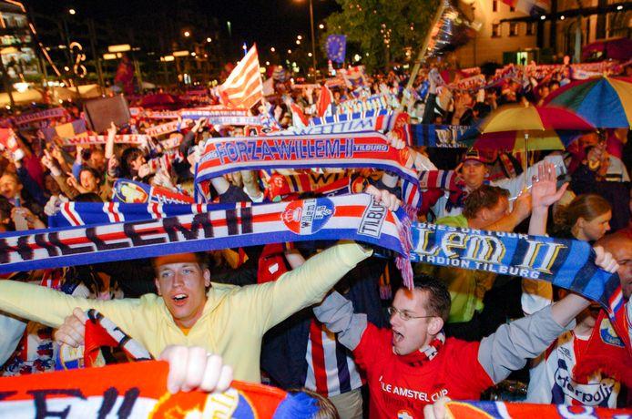 Op 29 mei 2005 bereikte Willem II Europees voetbal, ondanks de verloren bekerfinale tegen PSV. Supporters vieren feest op de Heuvel.