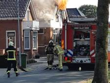 Vlammenzee bij uitslaande brand in woning in Drouwenermond: 'Zeker tien honden zaten binnen'