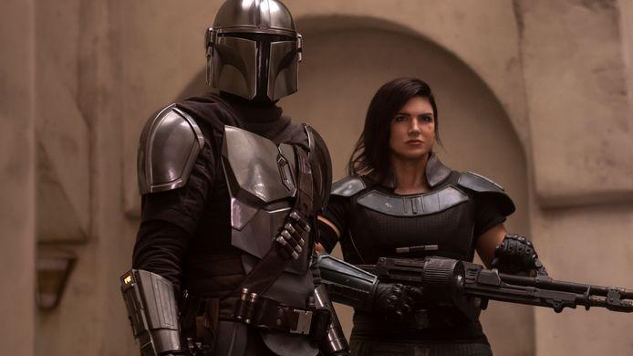 Dans la série, Gina Carano incarne Cara Dune, guerrière tout en muscles qui se bat au côté du Mandalorien.