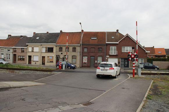 De overweg in de Bareelstraat zal vervangen worden door een fietstunnel.