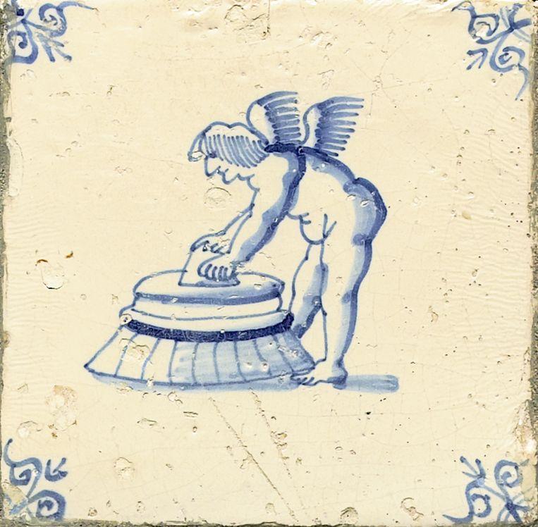 Een wassende cupido (1650-1675). Nederlands Tegelmuseum, Otterlo. Beeld Nederlands Tegelmuseum