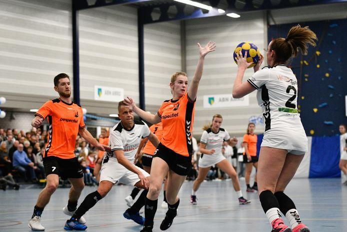 Dankzij de beslissing van het KNKV gaan de oranjehemden van Unitas naar de hoofdklasse, rivaal De Meeuwen blijft achter in de overgangsklasse.