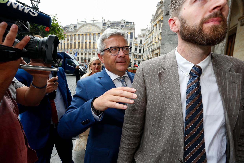 Kris Van Dijck (N-VA) aan het stadhuis in Brussel. Beeld BELGA