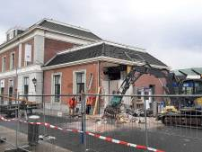 Ravage na plofkraak bij station Apeldoorn: bewoners schrikken wakker van harde knallen, deel van gevel staat op instorten